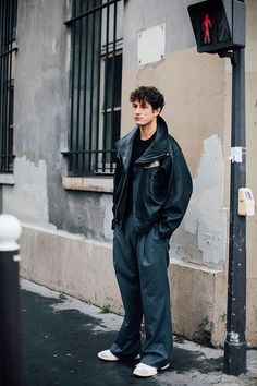 Photographed by Jonathan Daniel Pryce Fashion Week homme Street looks Paris automne hiver 2016 Men Street Look, Street Looks, Street Style, Latest Mens Fashion, Fashion Tips For Women, Fashion News, Fashion Styles, Fashion Trends, Mode Man