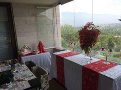Decoración navideña con pino y caminitos
