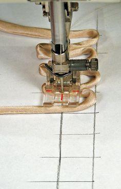 Botão laço de costura guia Holes..paper; por que eu não pensei nisso antes?