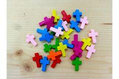 Ξύλινα Σταυρουδάκια H87-1  Ξύλινα σταυρουδάκια σε διάφορα χρώματα.Στολίστε εύκολα και γρήγορα μπομπονιέρες, προσκλητήρια γάμου και βάπτισης, βαπτιστικές λαμπάδες, κουτιά, βιβλία ευχών, μαρτυρικά και λαδοσέτ, πασχαλινές λαμπάδες, συσκευασίες δώρων, εικαστικά κοσμήματα και οποιαδήποτε άλλη χειροποίητη δημιουργία σας.Μέγεθος: 21mmΣυσκευασία 50 τεμαχίων.