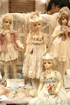 I'm Catching Fireflies: a BJD, art and fashion blog: Hong Kong Dollism Plus 7: Day 1 I'm loving this entire bjd/art blog.