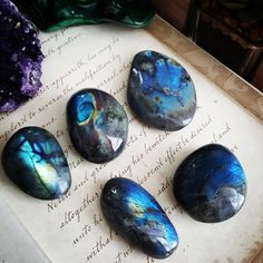 Raw Gemstones and Crystals Labradorite Healing Crystals Crystal Grid, Crystal Ball, Beautiful Wallpaper Photo, Manos Tattoo, Spiritual Decor, Crystal Garden, Cleanse Me, Wiccan, Pagan Witch