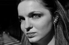 Morgane Touzalin Macabiau sert de modèle pour des photographes professionnels.
