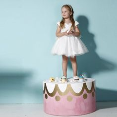 Unique Design Beautiful White Mesh Girl Wedding Party Dress  contact:moon01@moonyao.com   #KidsClothing #GirlsClothing #BabyClothing #KidsWear  #Pants #Trousers