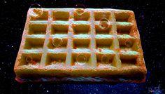 Waffle + Bubble = Waffble. Tecniche usate: fotografia, pittura digitale, effetti fotografici e un attacco di fame spaziale. Non e' disponibile al momento per la vendita ma se vi piace tanto e la volete scrivetemi.