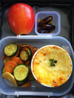 #lunchbox Shepherd's pie, sautéed carrot, parsnips, courgette slices, apple, dates, raisins
