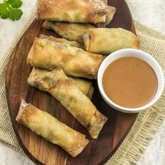 Weight Watchers Mexican Spring Rolls are flavorful tasty snacks and only have 1 Freestyle SmartPoint per spring roll. Perfect for dinner or an appetizer. Ww Recipes, Popular Recipes, Easy Dinner Recipes, Mexican Food Recipes, Easy Meals, Dessert Recipes, Ww Desserts, Pizza Recipes, Sweet Recipes