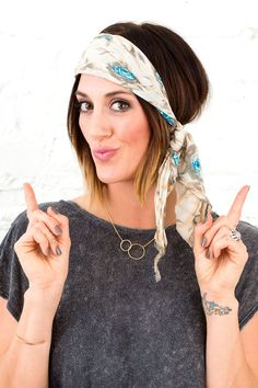Get festival pretty with this simple accessory. How To Wear Headbands, Ways To Wear A Scarf, How To Wear Scarves, Magenta, Bobby Pin Hairstyles, Headband Hairstyles, Braided Hairstyles, Quick Hairstyles, Hair Updo
