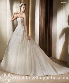 Another view of the Pronovias Alcanar.