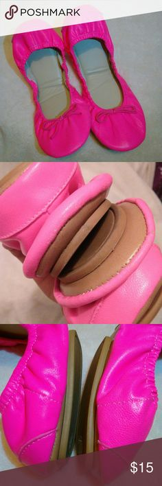 Gap foldable pink neon flat Worn Size 8 Fit like 7.5-8 Bright pink color may very Small minor of wear GAP Shoes