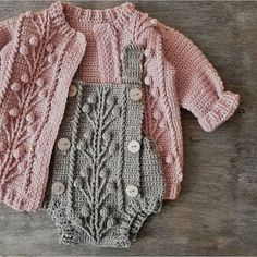 Crochet baby 384002305730087101 - Ravelry: Currant Cardigan pattern by Marina Ayueva Source by Baby Sweater Patterns, Crochet Cardigan Pattern, Baby Knitting Patterns, Baby Patterns, Knit Crochet, Crochet Patterns, Crochet Romper, Easy Crochet, Knitted Baby Clothes