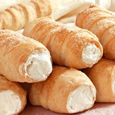 A light flaky pastry with a delicous creamy filling recipe. Elegant French Horn… A light flaky pastry with a delicous creamy filling recipe. Elegant French Horn Pastries Recipe from Grandmothers Kitchen. Puff Pastry Dough, Flaky Pastry, Puff Pastry Recipes, Savory Pastry, Choux Pastry, Pastries Recipes, Köstliche Desserts, Delicious Desserts, Dessert Recipes