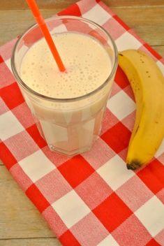Banaan-yoghurt smoothie - Lekker en Simpel Smoothie Prep, Smoothie Recipes, Red Fruit, Toasted Almonds, Fruit Smoothies, Clean Eating Snacks, Easy Meals, Apple, Food