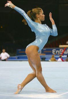 Alicia Sacramone (United States) on floor at the 2007 World Championships