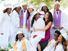 """May 19 Sandra Bullock in the form of surprises spoke at the graduation high school graduation """"Warren Easton Charter High School"""" in New Orleans. Let me remind you that this is a school in which Sandra Bullock development involved for many years. Sandy helped rebuild the school after Hurricane Kathrina every year donate money for scholarships and a clinic at the school."""