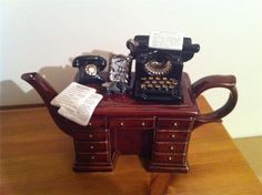Stunning Paul Cardew Teapot - Large - Crime writers desk design |