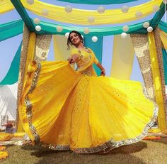 Presenting you latest yellow Lehengas. From light yellow bridal lehengas to pastel yellow bridal lehengas, we have got variety of lehengas #shaadisaga #indianwedding #yellowlehenga #yellowlehengaforhaldi #yellowlehengaforhaldifunction #yellowlehengamustard #yellowlehengacolorcombos #yellowlehengabridal #yellowlehengasimple #yellowlehengalemon #yellowlehengadesigns #yellowlehengapastel #yellowlehengasabyasachi #yellowlehengalight #yellowlehengafloral #yellowlehengalime #yellowlehengaplain #yellow Blouse Back Neck Designs, Blouse Designs, Dress Designs, Bridal Looks, Bridal Style, Sangeet Outfit, Yellow Lehenga, Haldi Ceremony, Stylish Blouse Design