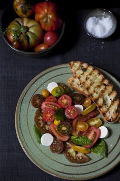 Heirloom tomato caprese salad via La Buena Vida