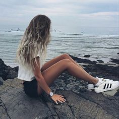 Summer outfit // Black and white striped tee // black watch // adidas superstars // ombre hair // brandy melville // alex centomo // casual                                                                                                                                                     Más