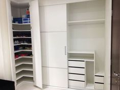 Best home office built ins l shape Ideas Smart Closet, Wardrobe Closet, Built In Wardrobe, Gym Decor, Home Office Decor, Closets Pequenos, Office Built Ins, Workout Room Home, Small Apartment Interior