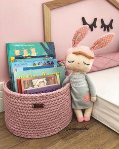 Crochet Case, Crochet Home Decor, Bassinet, Crochet Projects, Lunch Box, Dolls, Knitting, Kids, Handmade