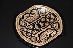 Prato de cerâmica dos índios da Ilha de Marajó.