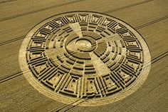 25 Amazingly awesome images of crop circles Crop Circles, Circle Shape, Circle Design, Project Blue Book, Nazca Lines, Cloud Drawing, Vedic Astrology, Ufo Sighting, Flower Of Life