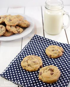 Adding pudding to your cookies makes them more moist and gives them a delicious flavor. These chocolate chip pudding cookies will quickly be a family fave Cookie Desserts, Cupcake Cookies, Just Desserts, Cookie Recipes, Delicious Desserts, Dessert Recipes, Yummy Food, Bar Cookies, Pasta Recipes