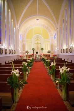 Church Wedding Flowers, Tulip Wedding, Church Wedding Decorations, Ceremony Decorations, Wedding Centerpieces, Wedding Bouquets, Fall Wedding, Calla Lillies Centerpieces, Easter Flower Arrangements