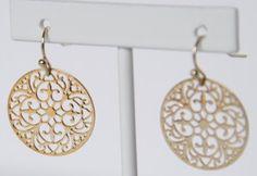 """magnifiques Boucles d'oreilles """"dentelle""""- métal doré  15 euros"""