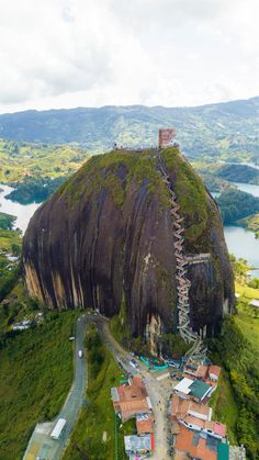 The towering Penol Rock in Guatape, Colombia Der sehr hohe Penol Felsen in Guatape, Kolumbien Beautiful Places To Travel, Cool Places To Visit, Wonderful Places, Beautiful World, Trip To Colombia, Colombia Travel, Les Continents, Amazing Nature, Vacation Trips