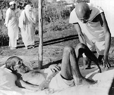 Mohandas Karamchand Gandhi, also known as Mahatma (Great Soul) Gandhi or Bapu (Father) is considered as an icon of non-violence and peace.Mahatma Gandhi's body and soul may have left the world, but his teachings and practice continue to inspire the world. Life Of Mahatma Gandhi, Mahatma Gandhi Photos, Indiana, Indian Freedom Fighters, Vintage Vignettes, Famous Pictures, India Facts, Indira Gandhi, Massage