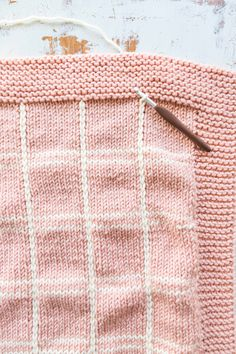 How to Knit a Plaid Blanket – Knitting Patterns Knitting Blogs, Knitting For Beginners, Knitting Stitches, Knitting Projects, Baby Knitting, Knitting Patterns, Free Knitting, Loom Knitting Blanket, Knitted Afghans