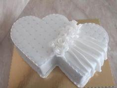 Výsledok vyhľadávania obrázkov pre dopyt svadobné torty srdce bez marcipánu