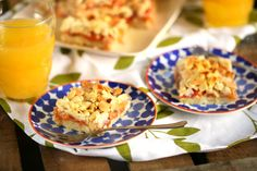 Gyors süti: mandulás barackos kocka Vegan Desserts, Cake Cookies, Muffin, Cheese, Food, Muffins, Meal, Essen, Hoods