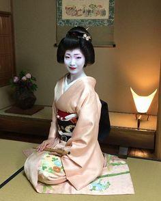 Geisha with flute