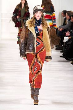There are few designers who represent American fashion like Ralph Lauren. Founded in 1966 when Ralph Lauren set out to design a line of men's ties, the label Fall Winter Outfits, Winter Fashion, Winter Style, Ralph Lauren Style, Fashion Prints, Beautiful Outfits, Ideias Fashion, Ready To Wear, Fashion Show