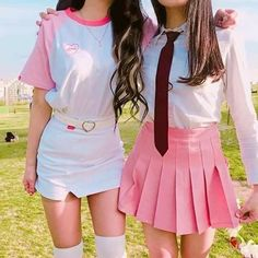 Weird Fashion, Colorful Fashion, Cute Fashion, Fashion Looks, Fashion Outfits, Womens Fashion, Matching Outfits Best Friend, Friend Outfits, Twin Outfits