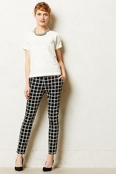 Such a huge fan of this black/white geo pattern that is everywhere! Anthro crops