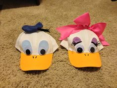 Hat Craft For Kids Baseball 40 Super Ideas Duck Halloween Costume, Daisy Costume, Family Halloween Costumes, Halloween Crafts, Donald Duck Costume, Granny Gifts, Donald And Daisy Duck, Funky Hats, Running Costumes