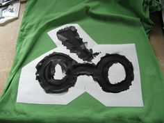 How to Freezer Paper Stencil (Harry Potter t-shirt) | Frantically Simple-too cool! I feel a holiday project coming on!