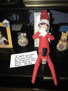Elf Auf Dem Regal, Awesome Elf On The Shelf Ideas, Elf On The Shelf Ideas For Toddlers, Elf Is Back Ideas, Elf On Shelf Funny, Elf Ideas Easy, Elf Christmas Decorations, Elf Magic, Elf On The Self