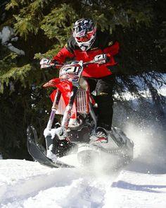 Onnistuu se yhdelläkin suksella  #snowbike #klim