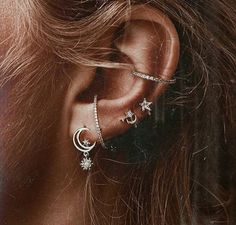 Here are Most Beautiful Ear Piercing Ideas to Copy. Hope you'll like all of these ideas. Please don't hesitate to comment your favourite ideas. Hope you liked these Piercing Ideas provided in this list. Ear Jewelry, Cute Jewelry, Jewelry Accessories, Jewelry Design, Jewellery, Body Jewelry Piercing, Jewelry Shop, Gemstone Jewelry, Silver Jewelry