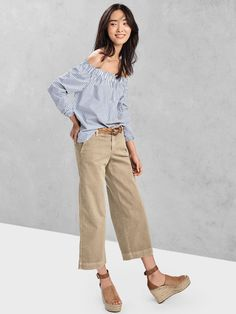 Shop the latest arrivals in women's clothes at Gap, where quality and comfort meets style. We've got you covered from head-to-toe with outfits for any occasion. Gap Outfits Women, Clothes For Women, Work Clothes, 60 Fashion, Minimal Fashion, Street Fashion, Ballerine Leopard, Khaki Pants Outfit, Blazer Jeans
