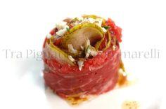 Boccioli di filetto di manzo 'al crudo', con pere e pecorino di fossa