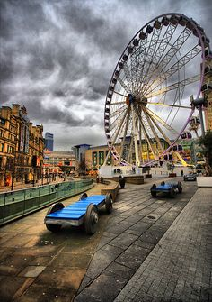 Menacing sky and the Manchester Wheel, still kind of miss it (the whell not the rain)! Manchester United Kingdom, I Love Manchester, Manchester Travel, Manchester England, Eurotrip, Places To Travel, Places To See, Manchester Piccadilly, Viajes
