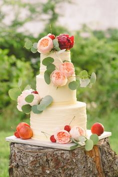 Utterly IN.LOVE. with this textured buttercream wedding cake with full garden rose & peony flowers | Free Spirited Farmland Wedding With Gorgeous Blooms In Mixed Pink Hues | Photograph by Cortney Smith Photography  http://storyboardwedding.com/free-spirited-farmland-wedding-gorgeous-pink-blooms/