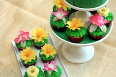 Think I might take this silk flowers idea for cupcake decorations.