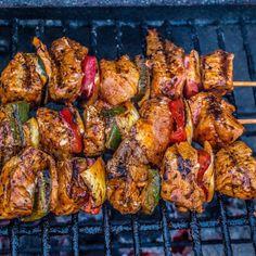 Making Tulsi Ajwain ka Mahi tikka is very easy if you have the idea of the correct recipe. This article gives its recipe properly. Chicken Tikka, Tandoori Chicken, Wok, Barbecue, Tikka Recipe, Le Curry, Mahi Mahi, Skewers, Foodies
